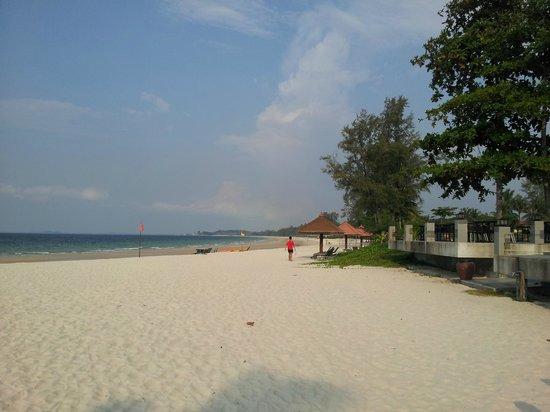 Bintan Lagoon Resort: White, clean, sandy beach