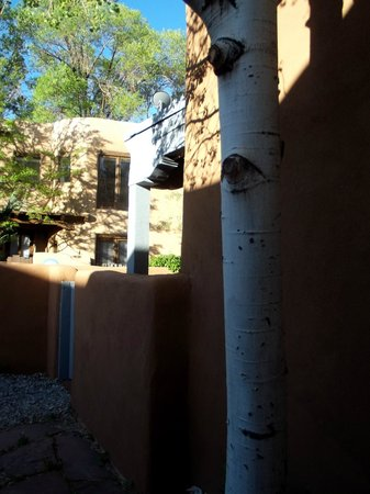 Las Brisas de Santa Fe: courtyard