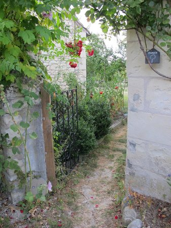Le Clos de la Garde: Entrance to garden.