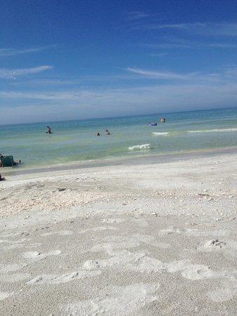 Suntide Island Beach Club: beach