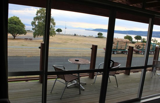 Suncourt Hotel & Conference Centre: View of Lake Taupo from first floor room
