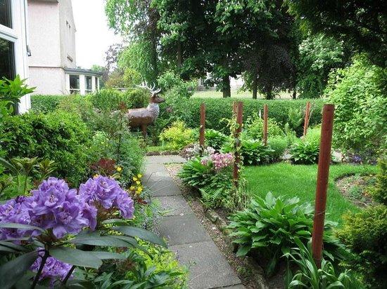 Pitreavie Guest House Front Garden