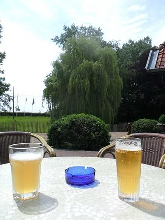 Kasteelhof 't  Hooghe: Beers Overlooking the Hooge Crater