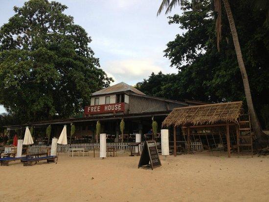 Free House Bungalow: รีสอร์ทติดชายหาด