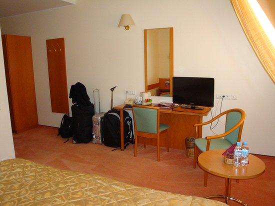 Arbat Nord Hotel: Schreibtisch