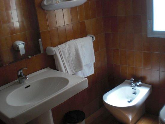 Hostal Cortes : Baño