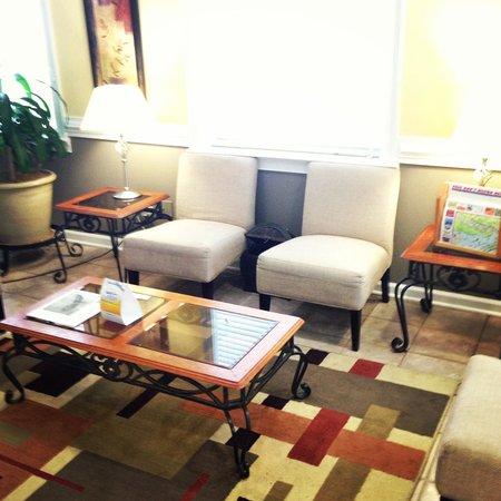 Suburban Extended Stay Hilton Head: Lobby