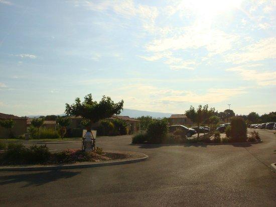 Residence Les Demeures du Ventoux: Parking