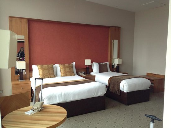 Newpark Hotel: Our room