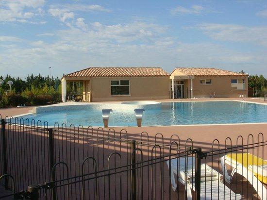 Residence Les Demeures du Ventoux : piscine