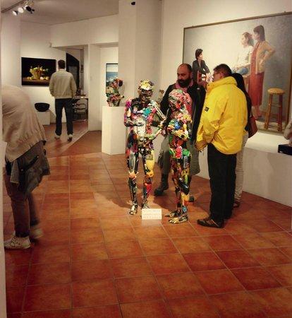 "Galleria Gagliardi: The gallery, open until midnight, for the event ""NottiLucente"" in San Gimignano!"