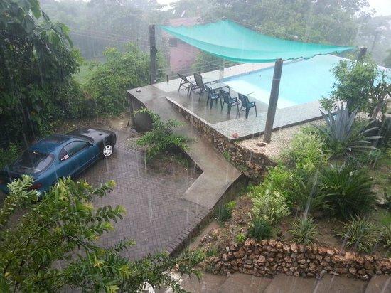 Casa de la Luna: vista desde nuestro cuarto en una lluviosa pero romantica mañana
