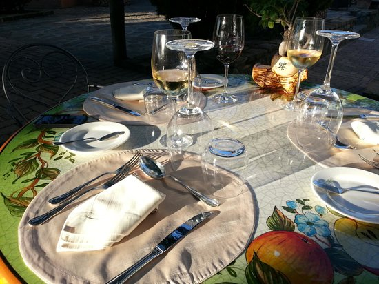 Hotel Oasi Olimpia Relais: dinner under sunset