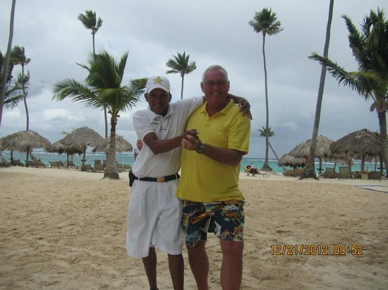 Iberostar Grand Hotel Bavaro: Antolin, takes a moment to help me with a quick dance lesson.