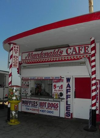 Cleethorpes Rock Company: Pop here for a proper brew!