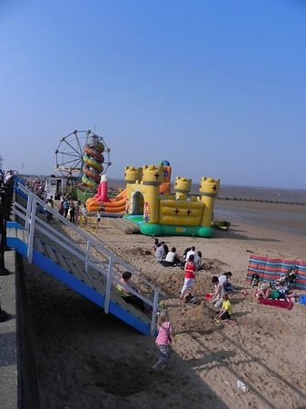 Cleethorpes Rock Company: Fun for the kids, a short walk from the Rock Shop.
