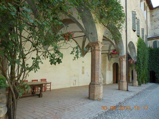 Castello di Montechiarugolo: cortile