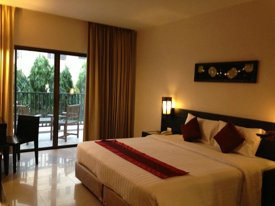 Deevana Plaza Phuket Patong: double bed