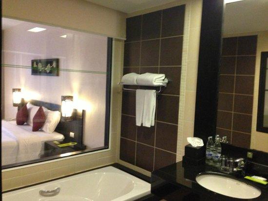Deevana Plaza Phuket Patong: 浴缸