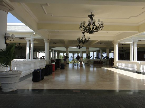 Grand Palladium Lady Hamilton Resort & Spa: Lobby
