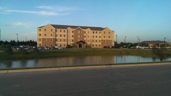 Staybridge Suites Wichita: Front of Hotel