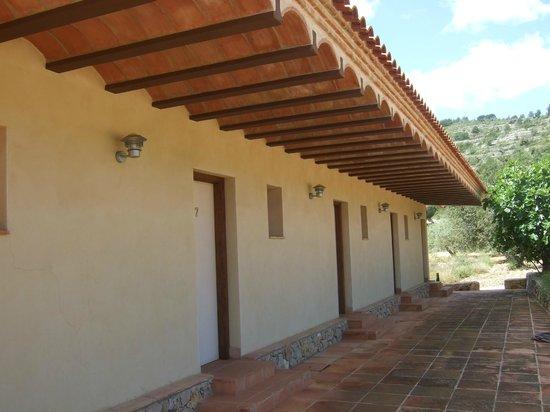 Hotel Cal Naudi: Pabellón con las habitacionse