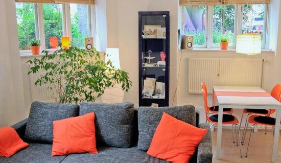 Villa Patti: ORANGE FeWo - Wohn-, Essbereich