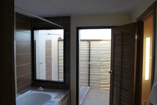 Melia Buenavista: Outdoor Shower