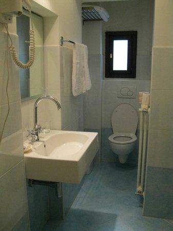 Hotel ai Tolentini: Baño muy prolijo.