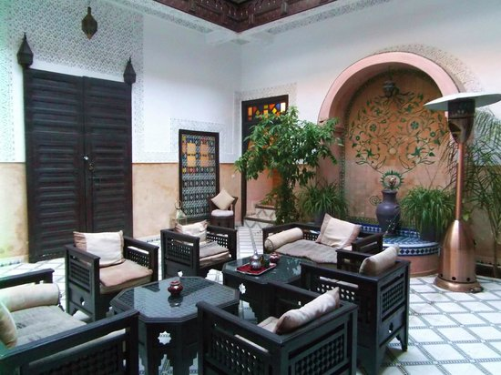 Riad Al Jana: Communal seating area
