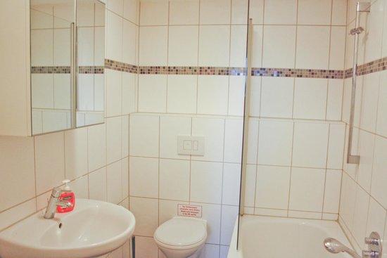 Villa Patti: PINK FeWo - Duschwanne, Fußbodenheizung etc.