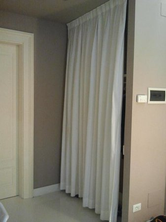 House 5 Room Design: Armadio
