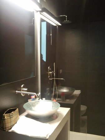 House 5 Room Design: Lavabo e doccia