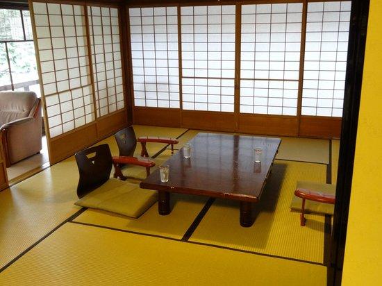 Hiiragiya Bekkan: La chambre prête pour le repas
