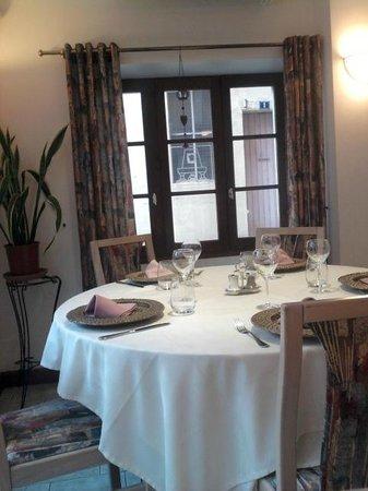 Hôtel - Restaurant de la Paix : Salle de Restaurant