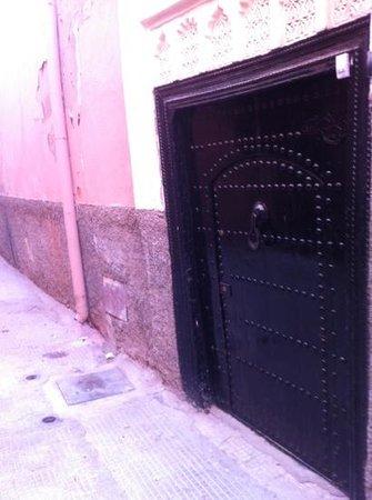 Cala Medina : entrée du Riad