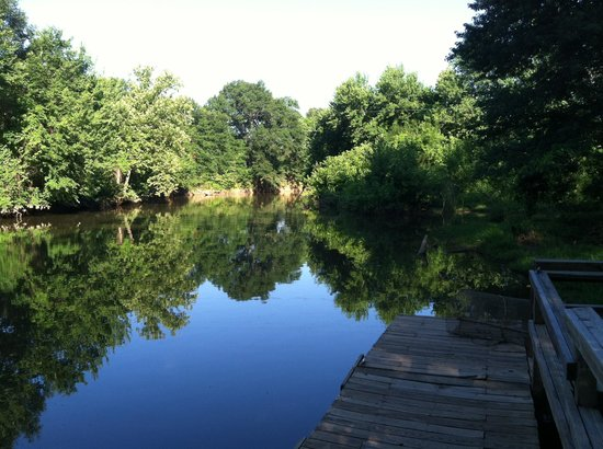 Park Ridge RV Campground: the creek and has boat ramp