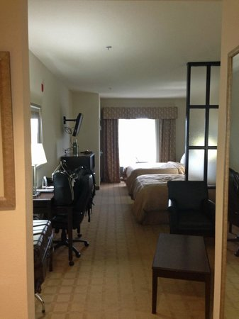 Comfort Suites Byron: room overview 1