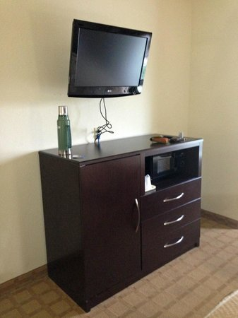Comfort Suites Byron: tv/micro/fridge