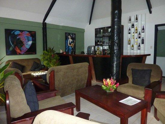 Wellesley Resort Fiji: bar area