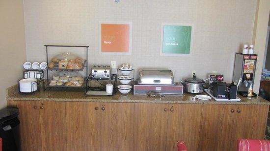 Comfort Inn & Suites Carbondale : Frühstück - teilweise Ansicht