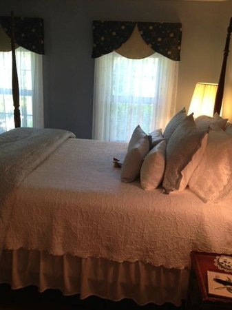 1802 House Bed and Breakfast: Camden Room