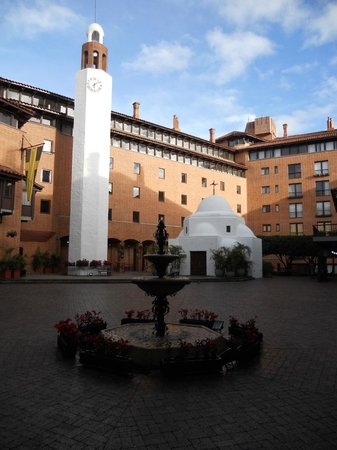 Hotel Estelar La Fontana: Plaza central del hotel