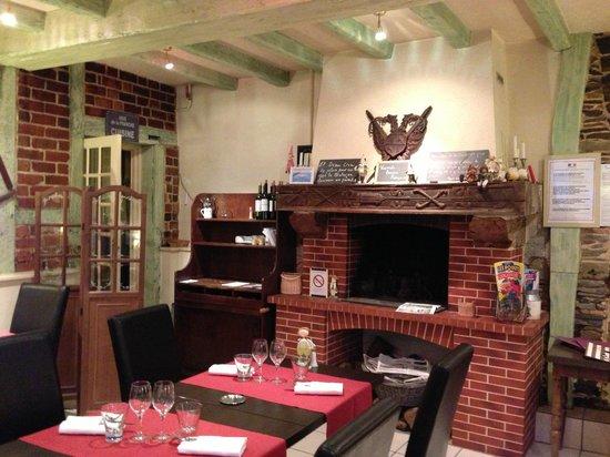 Logis Auberge du Cheval Blanc: Salle à manger