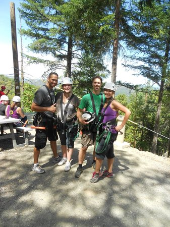 Rogue Valley ZipLine Adventure: Good times with friends!