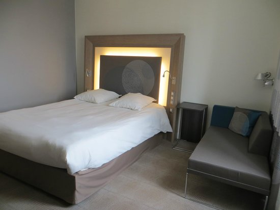 huge selection of b0f45 f113c Lit headboard with outlets - Picture of Novotel Brussels ...