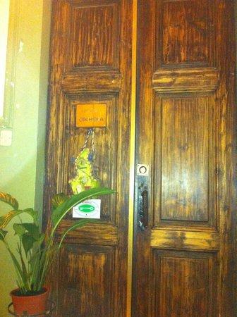 Hotel Locanda Orchidea: дверь в квартиру с комнатами
