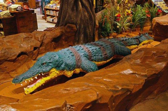 Rainforest Cafe : Crocodile (which was under repair).