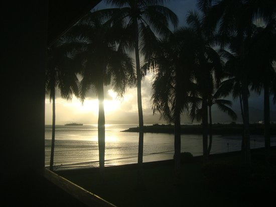 Holiday Inn Suva: Another beautiful evening scene from my room no. 252