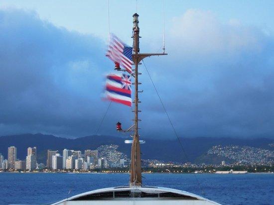 Atlantis Cruises: Windy Flags 3rd Deck
